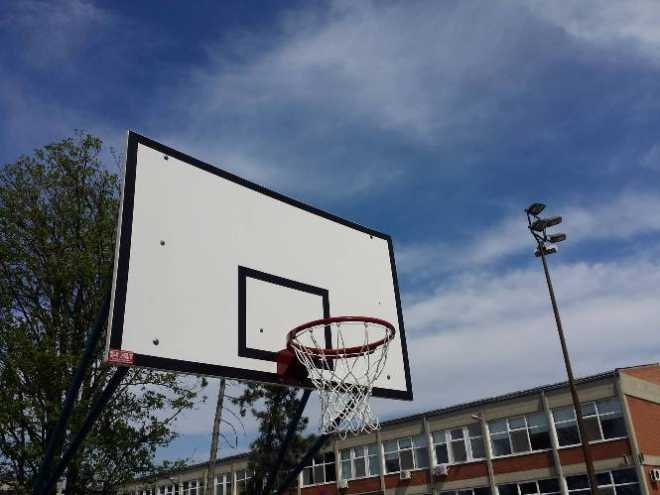Нове кошаркашке табле на спортском терену